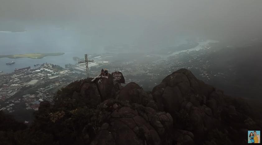 вид со скалы на острове маэ